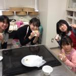 6ホトクを紙コップに入れて食べるのが韓国での流行りみたいです